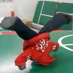 manoi-go-breakdancing-robot